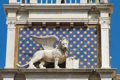 Το φτερωτό λιοντάρι του σημαδιού του ST είναι το σύμβολο της πόλης της Βενετίας Στοκ Φωτογραφία
