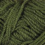 Το φυσικό πράσινο λεπτό μαλλί περνά κλωστή στη σύσταση, κατασκευασμένο σχέδιο υποβάθρου κινηματογραφήσεων σε πρώτο πλάνο κουβαριώ Στοκ Εικόνα