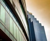 Το φως απεικονίζει στο γυαλί του σύγχρονου κτηρίου Στοκ εικόνα με δικαίωμα ελεύθερης χρήσης