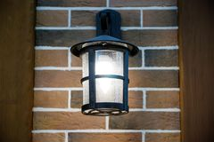 Το φως βραδιού λάμπει Ένωση στον τοίχο Γαλλία στοκ εικόνες