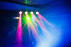 Το φως λεσχών disco χρώματος με τα αποτελέσματα και το λέιζερ παρουσιάζουν Στοκ Εικόνες