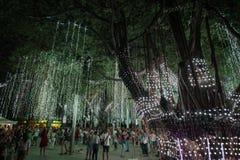Το φως και ο ήχος παρουσιάζουν Ayala στο τρίγωνο Στοκ Φωτογραφία