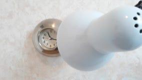 Το φως λαμπτήρων κατευθύνεται για να χρονομετρήσει την παρατήρηση του σημειώνοντας από δεύτερο χέρι φιλμ μικρού μήκους
