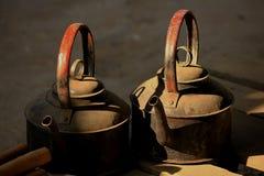 Το φως του ήλιου λάμπει στην παλαιά κατσαρόλα στοκ φωτογραφίες με δικαίωμα ελεύθερης χρήσης