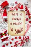 Το φωτεινό επίπεδο Χριστουγέννων βάζει, αναφέρει πάντα το λόγο να χαμογελάσει στοκ εικόνες