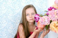 το φόρεμα ανθίζει το κορίτσι λίγο ροζ αρκετά Στοκ φωτογραφίες με δικαίωμα ελεύθερης χρήσης