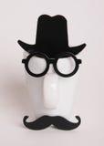 Το φλυτζάνι καφέ επανδρώνει μέσα την εικόνα Ύφος Hipster, γυαλιά, mustache, καπέλο Στοκ Εικόνες