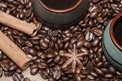 το φλυτζάνι καφέ κοιλαίνει το ονειροπόλο μέτωπο εστίασης έχει να φανεί φωτογραφία μαλακή Στοκ Εικόνες