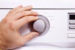 Το χέρι ατόμων ` s θέτει τις παραμέτρους του κουμπιού ελέγχου 3 Στοκ Φωτογραφίες