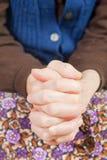 το χέρι γιατρών κρατά τις πα&lam Στοκ φωτογραφίες με δικαίωμα ελεύθερης χρήσης
