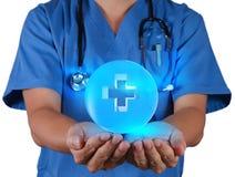 Το χέρι γιατρών παρουσιάζει σημάδι πρώτων βοηθειών Στοκ Εικόνα