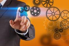 Το χέρι επιχειρηματιών σύρει το εργαλείο στην επιτυχία στοκ φωτογραφίες