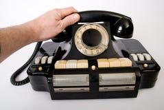 το χέρι κρατά τον τηλεφωνι&ka Στοκ Εικόνες