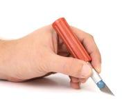 Το χέρι κρατά το πλαστικό μαχαίρι τεχνών Στοκ φωτογραφίες με δικαίωμα ελεύθερης χρήσης