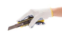 Το χέρι κρατά το πλαστικό μαχαίρι τεχνών Στοκ Εικόνα