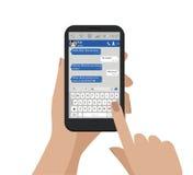 Το χέρι που κρατά το κινητό τηλέφωνο και στέλνει το μήνυμα επίσης corel σύρετε το διάνυσμα απεικόνισης Συνομιλία Smartphone, διάλ Στοκ φωτογραφίες με δικαίωμα ελεύθερης χρήσης