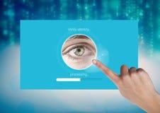 Το χέρι σχετικά με το μάτι ταυτότητας ελέγχει App τη διεπαφή Στοκ φωτογραφίες με δικαίωμα ελεύθερης χρήσης