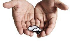 το χέρι σύννεφων κρατά το ανοικτό σημάδι εικονοκυττάρου δικτύων ελεύθερη απεικόνιση δικαιώματος