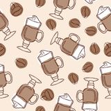 Το χέρι σύρει το διανυσματικό άνευ ραφής υπόβαθρο με τα φλυτζάνια των φασολιών latte και καφέ ελεύθερη απεικόνιση δικαιώματος