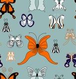 Το χέρι σύρει το άνευ ραφής σχέδιο θερινών πεταλούδων. απεικόνιση αποθεμάτων
