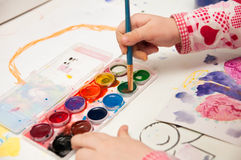 Το χέρι χρωματίζει στοκ εικόνες με δικαίωμα ελεύθερης χρήσης