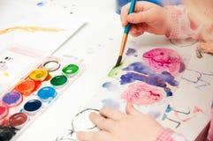 Το χέρι χρωματίζει στοκ εικόνα με δικαίωμα ελεύθερης χρήσης