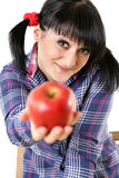 Apple στο χέρι του κοριτσιού Στοκ Φωτογραφία
