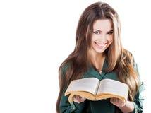 Το χαμόγελο νέων κοριτσιών, άνοιξε το βιβλίο για να απομονώσει Διαβάζει Στοκ Εικόνα