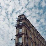 Το χαρακτηριστικό παρισινό κτήριο στο Παρίσι, ύφος Haussmannian, Παρίσι, Γαλλία, Ευρώπη στοκ εικόνες