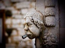 Το χαρασμένο κεφάλι διαμόρφωσε την παλαιά πέτρα Στοκ φωτογραφία με δικαίωμα ελεύθερης χρήσης