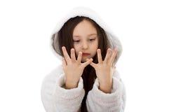 το χαριτωμένο κορίτσι λίγα κοιτάζει Στοκ Εικόνες