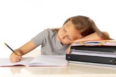 Το χαριτωμένο κορίτσι του Yong που κουράζεται και λυπημένο με μαθαίνει το πρόβλημα στην έννοια εκπαίδευσης Στοκ Εικόνες