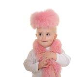 Το χαριτωμένο κοριτσάκι έντυσε στη ρόδινη γούνα στην άσπρη ανασκόπηση στοκ φωτογραφία με δικαίωμα ελεύθερης χρήσης