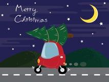 Το χαριτωμένο κόκκινο αυτοκίνητο φέρνει το χριστουγεννιάτικο δέντρο στο δρόμο διανυσματική απεικόνιση