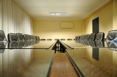 το χαρτόνι προεδρεύει του κενού δωματίου Στοκ φωτογραφίες με δικαίωμα ελεύθερης χρήσης