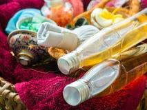 Το χειροποίητο ροδάκινο ζάχαρης τρίβει με Argan το πετρέλαιο χειροποίητο σαπούνι Himala Στοκ Εικόνες