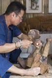 Το χειροτεχνικό ειδώλιο ελεφάντων γλυπτών γλυπτικής ξύλινο Στοκ Εικόνα