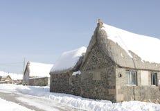 το χιόνι σπιτιών εχιόνισε θύ&e Στοκ Φωτογραφία