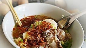 Το χοιρινό κρέας νουντλς σχίζει tomyam Στοκ εικόνα με δικαίωμα ελεύθερης χρήσης