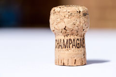 Το χρησιμοποιημένες παλαιές εκλεκτής ποιότητας κρασί και η σαμπάνια βουλώνουν τα υπόβαθρα Στοκ εικόνα με δικαίωμα ελεύθερης χρήσης