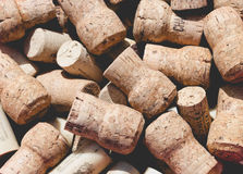 Το χρησιμοποιημένες παλαιές εκλεκτής ποιότητας κρασί και η σαμπάνια βουλώνουν τα υπόβαθρα Στοκ φωτογραφία με δικαίωμα ελεύθερης χρήσης