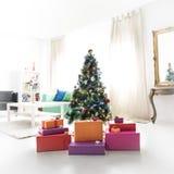 Το χριστουγεννιάτικο δέντρο με παρουσιάζει Στοκ φωτογραφίες με δικαίωμα ελεύθερης χρήσης