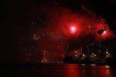Το χριστουγεννιάτικο δέντρο Lagoa Rodrigo de Freitas εγκαινιάζεται με τα πυροτεχνήματα Στοκ Εικόνες