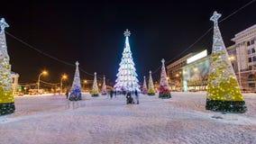 Το χριστουγεννιάτικο δέντρο κεντρικών πόλεων στο τετραγωνικό timelapse ελευθερίας hyperlapse σε Kharkov, Ουκρανία φιλμ μικρού μήκους