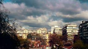 Το χρονικό σφάλμα με το βράσιμο και να βράσει καλύπτει την κίνηση πέρα από την πόλη με τα υψηλά κτήρια ανόδου φιλμ μικρού μήκους