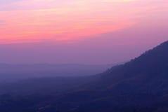Το χρονικό υπόβαθρο ηλιοβασιλέματος βουνών Στοκ φωτογραφίες με δικαίωμα ελεύθερης χρήσης