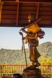 Το χρυσό άγαλμα Phra Sivali, ένα arhat ευρέως μεταξύ των Βουδιστών Theravada SÄ «το vali είναι χαρακτηριστικά απεικονισμένη στάση Στοκ φωτογραφία με δικαίωμα ελεύθερης χρήσης