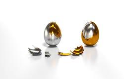 Το χρυσό αυγό είναι στο σπασμένο κοχύλι Στοκ εικόνα με δικαίωμα ελεύθερης χρήσης