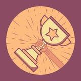 Το χρυσό φλυτζάνι με το χέρι Νίκη του ανταγωνισμού Λάμψτε πίσω από το φλυτζάνι κύκλος πλαισίων ελεύθερη απεικόνιση δικαιώματος