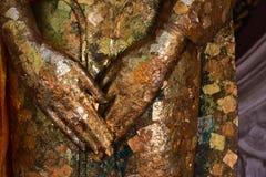 Το χρυσό φύλλο στο άγαλμα του Βούδα Στοκ Εικόνες